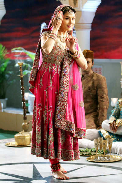 Madhuri's tribute to Meena Kumari!