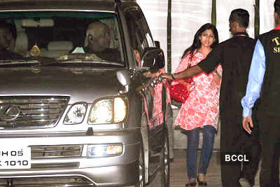 Celebs visit Shilpa post delivery
