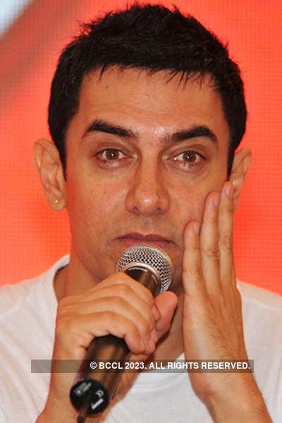 Netas want a piece of Aamir!