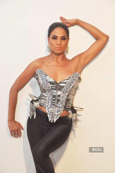 Veena's sexy photo shoot