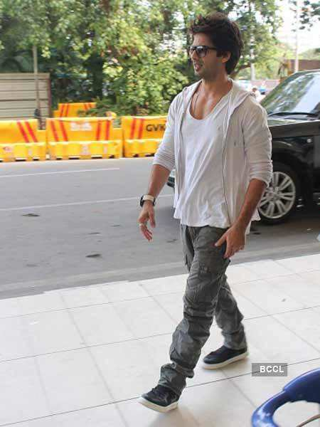 Shahid, Priyanka on way to Indore