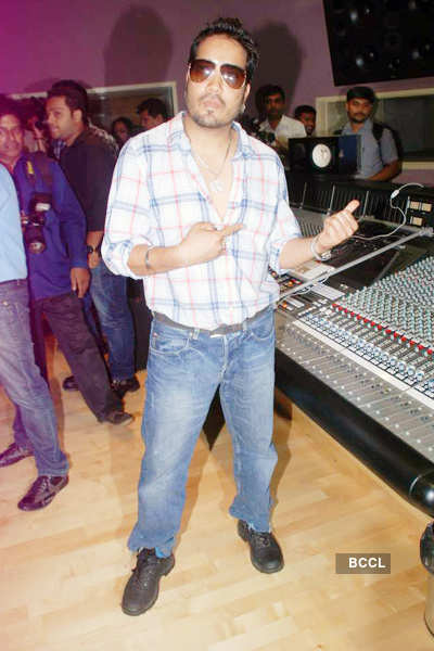 'Himmatwala' song recording