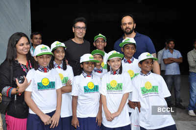 Ajay, Rohit meet Smile Foundation kids