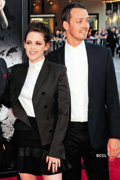 Kristen cheats on Pattinson