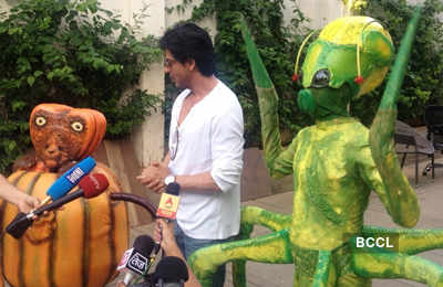 SRK meets 'Joker' aliens