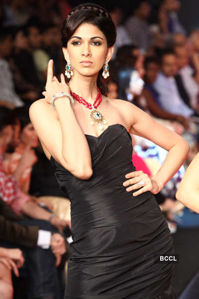 IIJW'12: Cappucino Collection