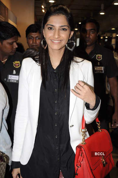 Sonam spotted at mall