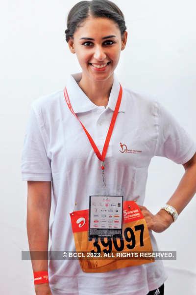 Bipasha Basu at Delhi Half Marathon