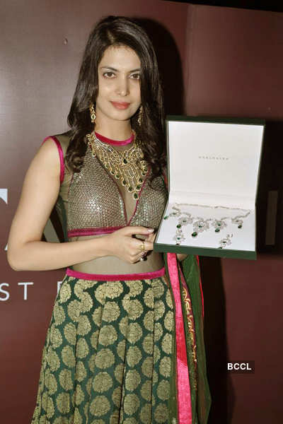 Ankita launches Gitanjali collection