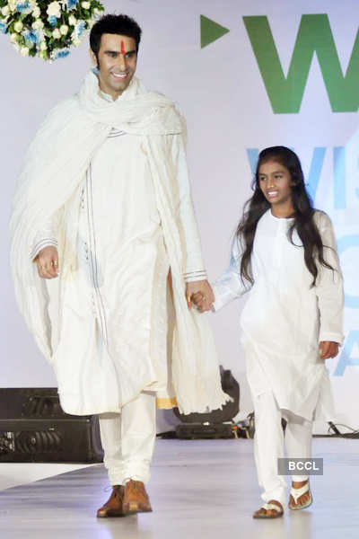 Celebs walk for 'Global Peace'