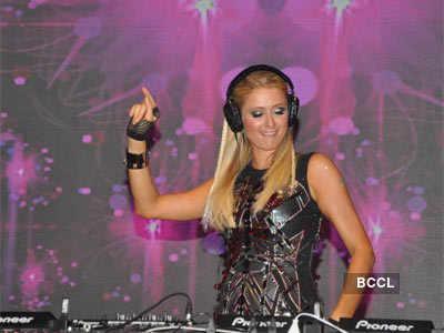 Paris Hilton turns a perfect DJ