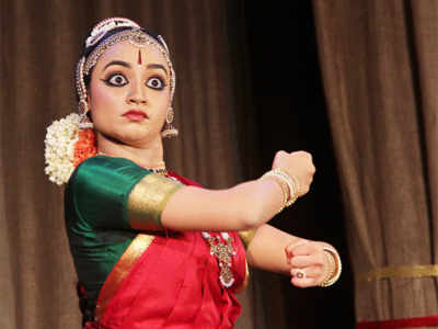 Apoorva performs Bharatanatayam