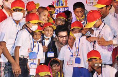 Celebs @ X-mas with cancer kids