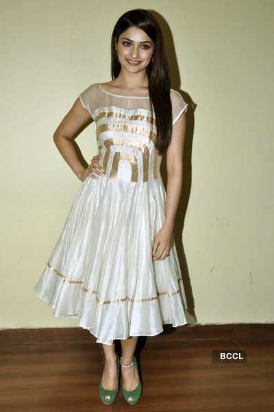 Prachi's new year press meet