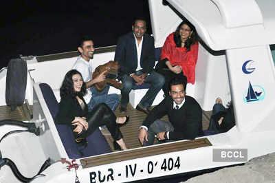 Hrithik celebrates b'day on yacht!