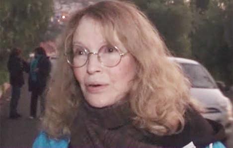 Mia Farrow visits Syrian refugees