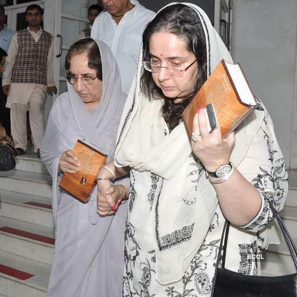Prayer meet of Sonu Nigam's mother
