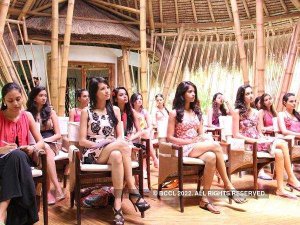 Miss India Finalists preparing for Beauty for a cause session with  Malvika Sharma, Brand Manager-Pureit