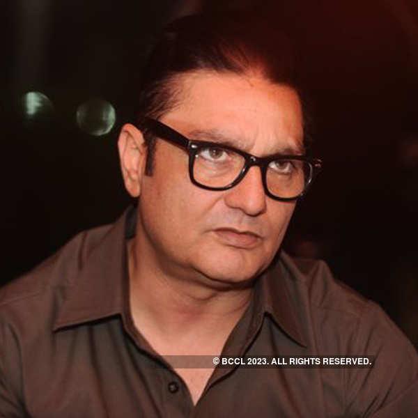 Film shoot: 'Bhajate Raho'