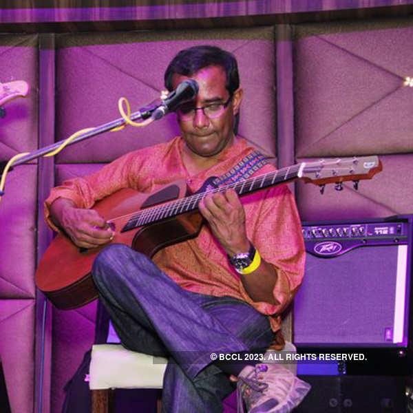 Indian Ocean performs @ Striker