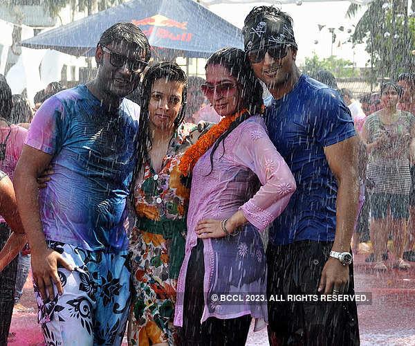 Kolkata celebrates Holi