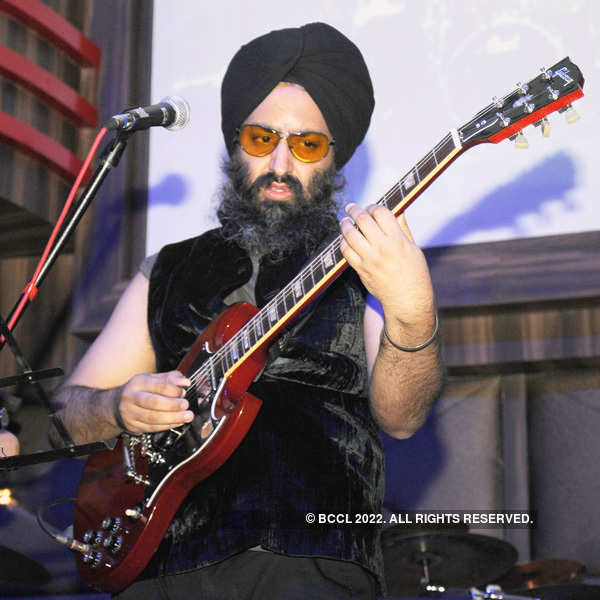 Rabbi performs at Striker