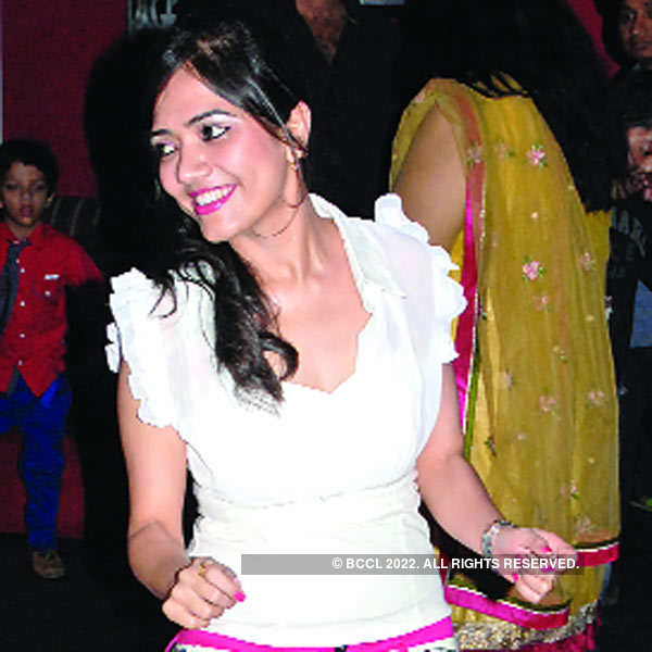 Siddharth, Priyanka Jaiswal's 5th anniversary