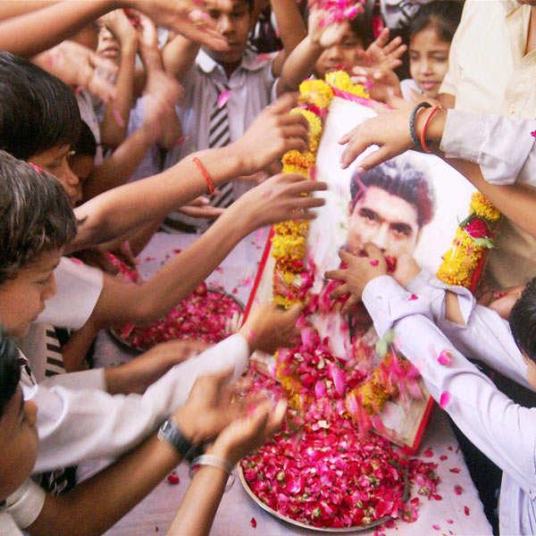 Thousands attend Sarabjit's funeral