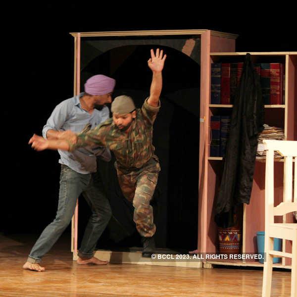 Play: Khajoor Te Atkya