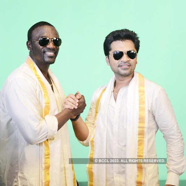 Akon goes desi, does a folk jig!