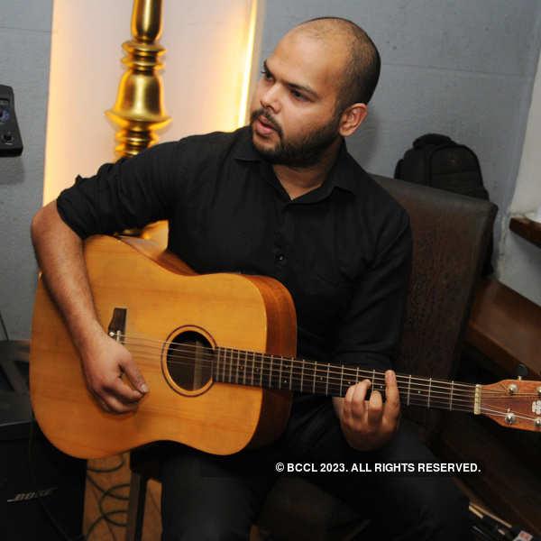 Maverix performs at Dimsumbros