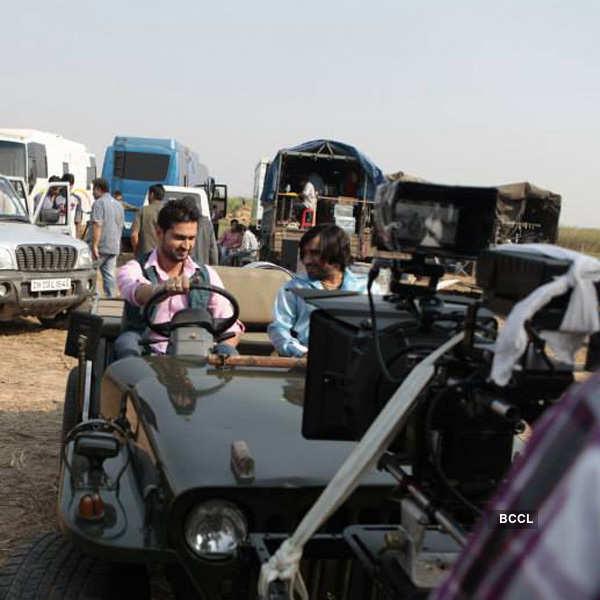 Fer Mamla Gadbad Gadbad: On The Sets