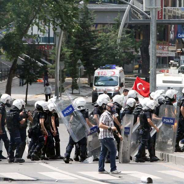 Riots as police raid Istanbul's Gezi Park