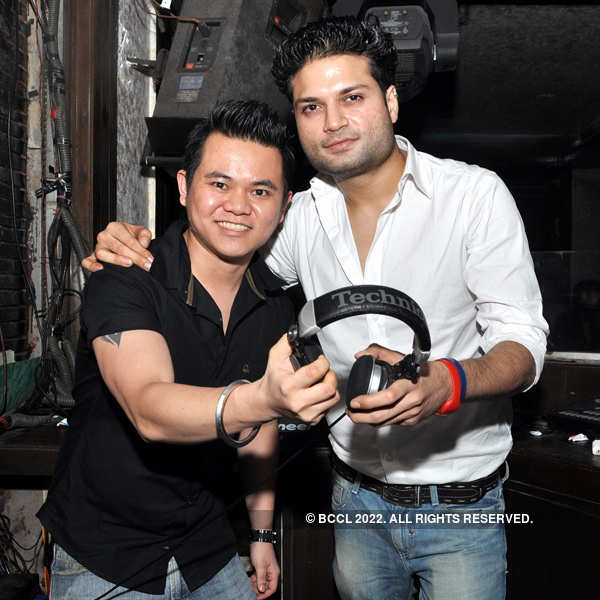 Youngsters enjoy @ Underground party