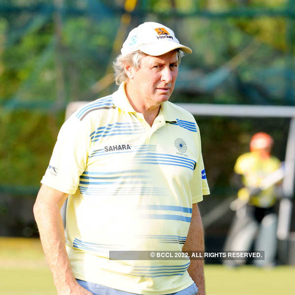 India sack Michael Nobbs as hockey coach