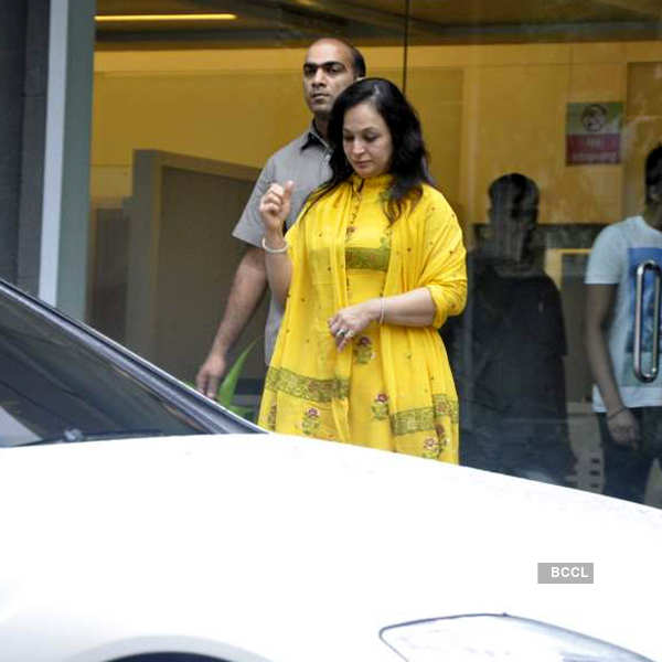 Celebs visit Hrithik at hospital