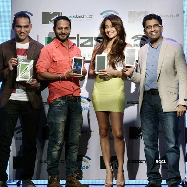 Anusha, Nikhil launch MTV Slash Tablet