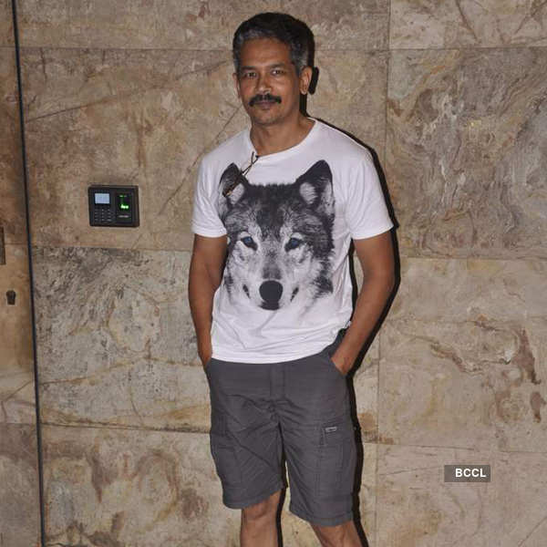 Aamir hosts movie screening