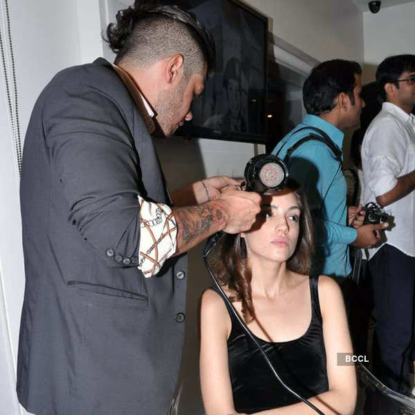 Celebs attend salon opening