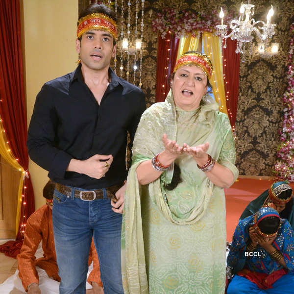 Bajatey Raho cast on Parvarrish sets