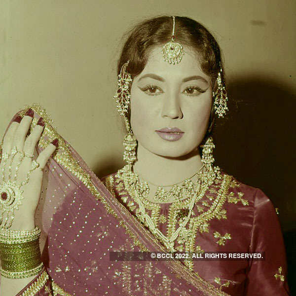 Lesser known facts about Bollywood's 'Tragedy Queen': Meena Kumari