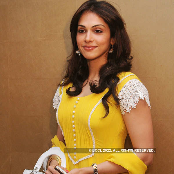 FIR against Isha Koppikar