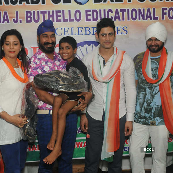 Mohit celebrates Independence Day with orphan kids