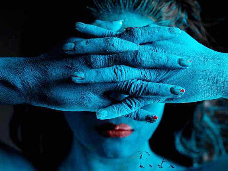 Veena turns into 'human canvas'