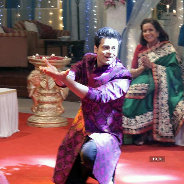 Mrs. Pammi Pyarelal: On The Sets