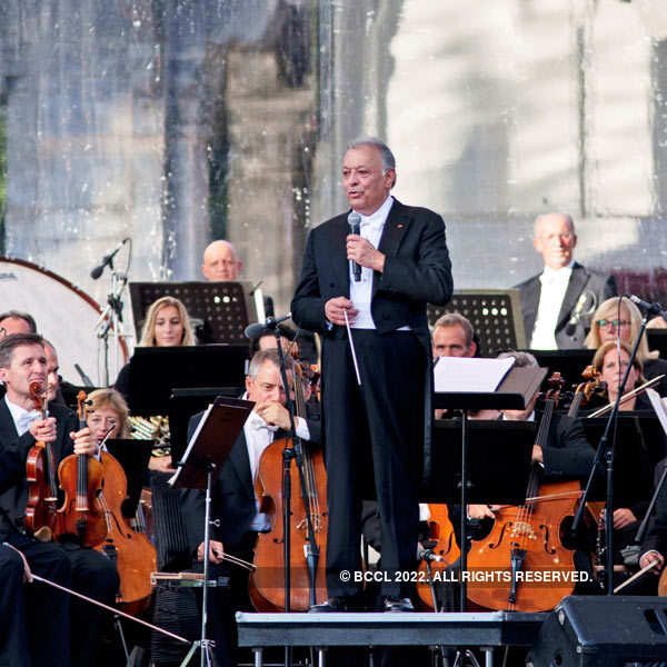 Zubin Mehta performs In Kashmir