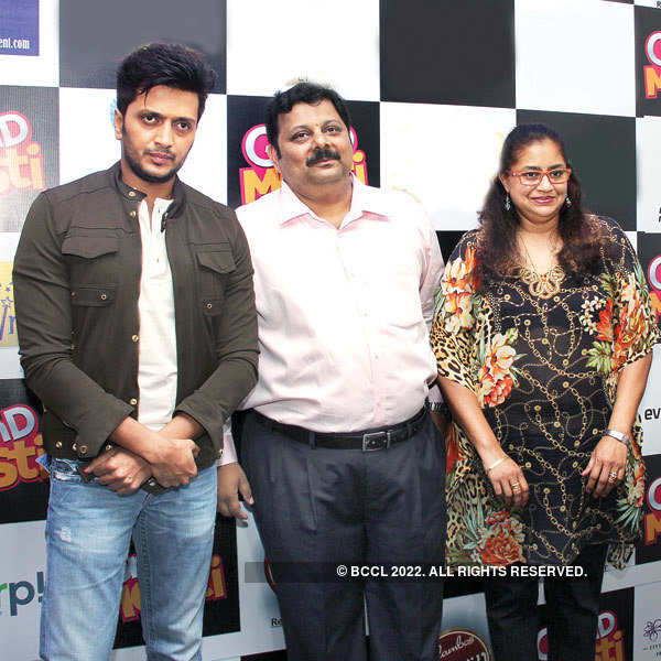 Grand Masti team inaugurate Flambos Tavern