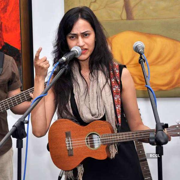 Vasudha's live performance