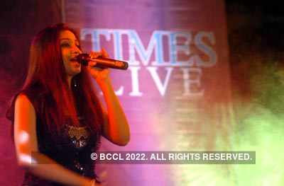 Shreya Ghoshal performs