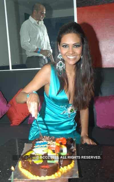 Esha Gupta's birthday